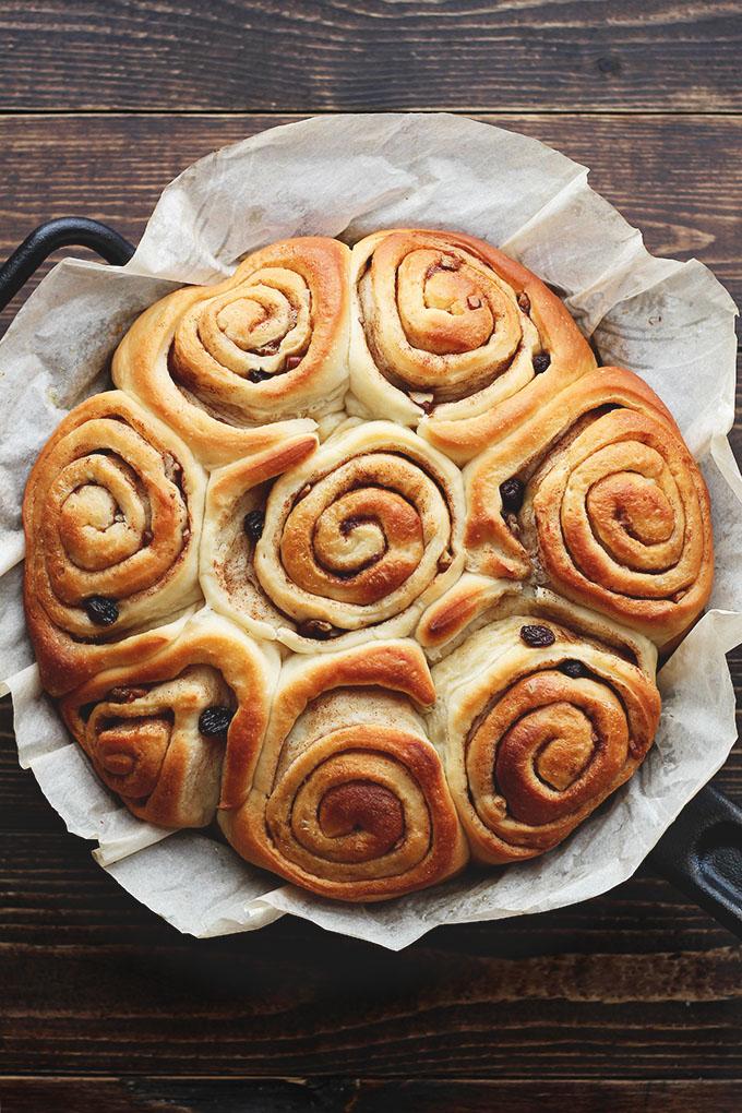 perfect-vegan-cinnamon-buns-ilovevegan6
